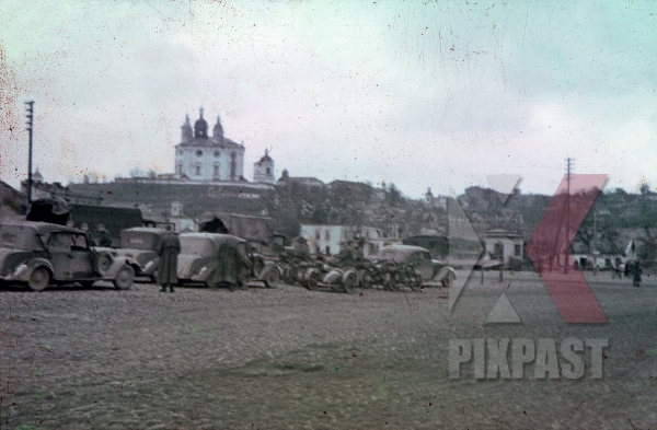 stock-photo-wehrmacht-convoy-in-front-of-the-smolensk-cathedral-russia-1941-10751.jpg